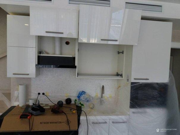 Монтаж кухонной вытяжки в жилой квартире
