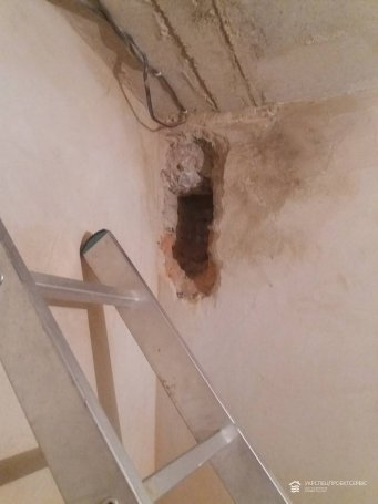 Пробивка и чистка вентиляционного канала в санузле в ЖК